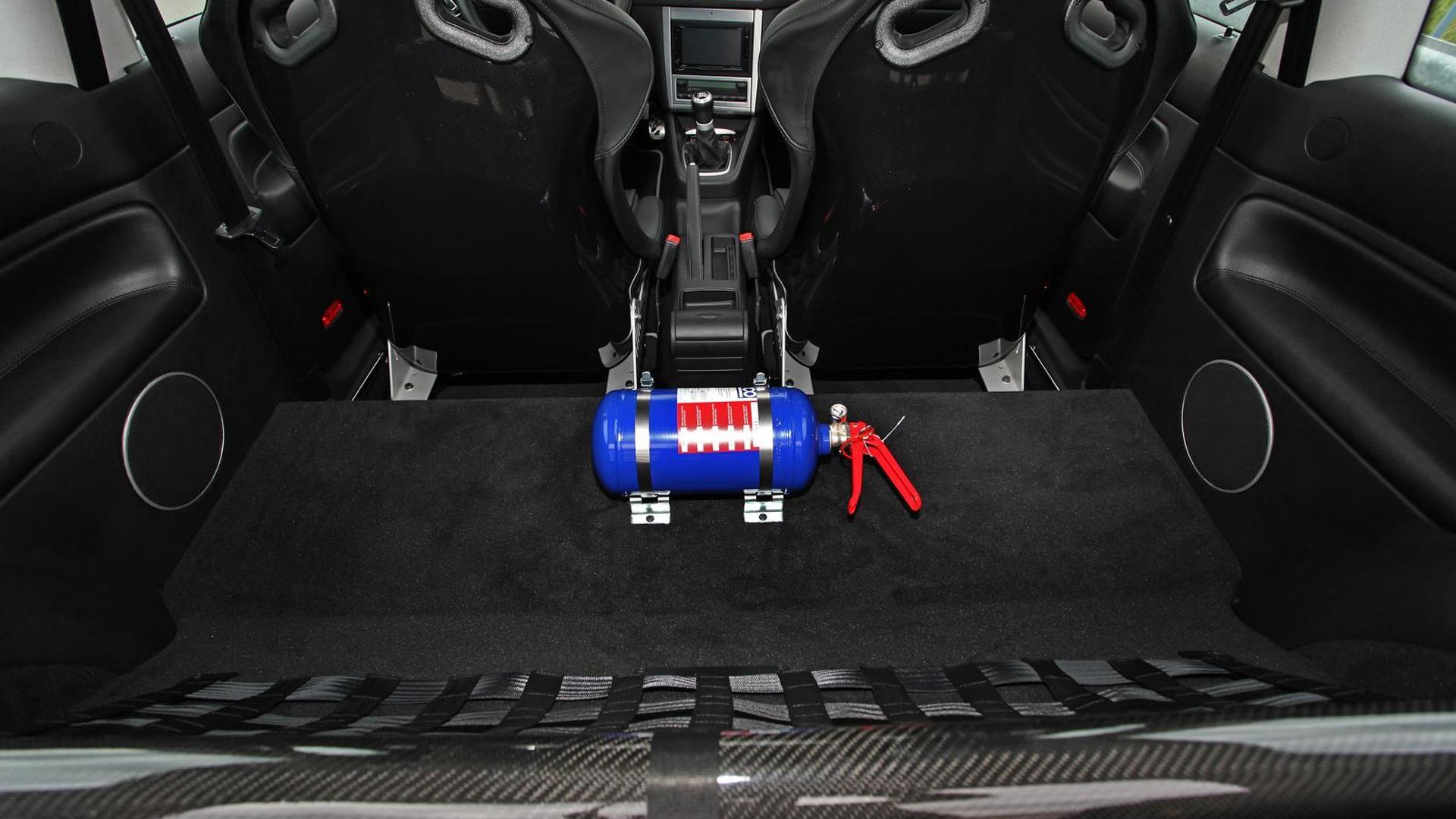 Баллон с закисью азота в салоне VW Golf IV R32