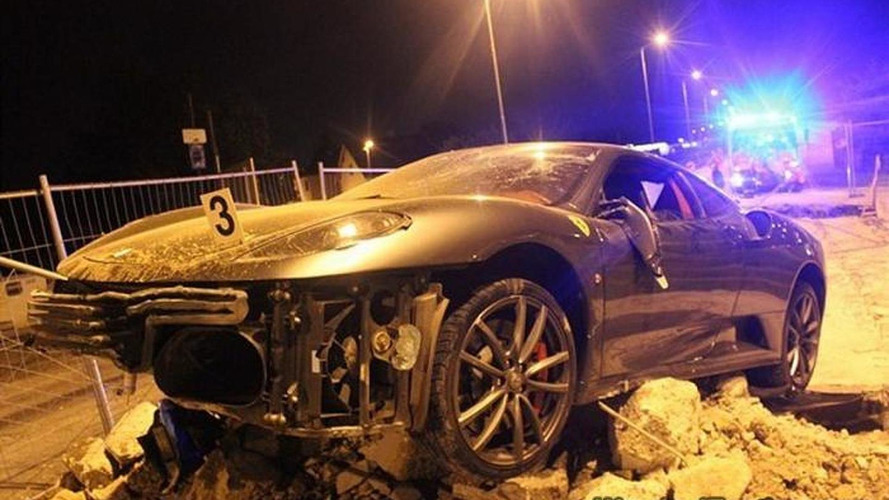 Ferrari F430 heavily crashed during police chase in Czech Republic