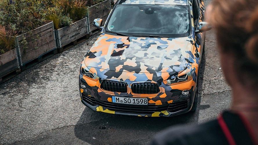 Divatos álruhában lepleződött le a BMW X2