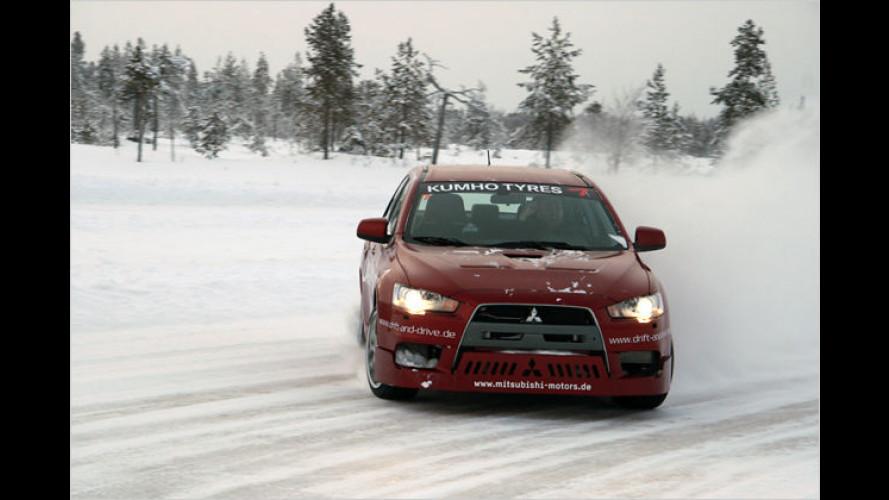 Quer-Verkehr im Schleudergang: Mitsubishi-Wintertraining