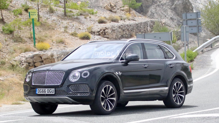 Bentley Bentayga Plug-In Hybrid spy photos