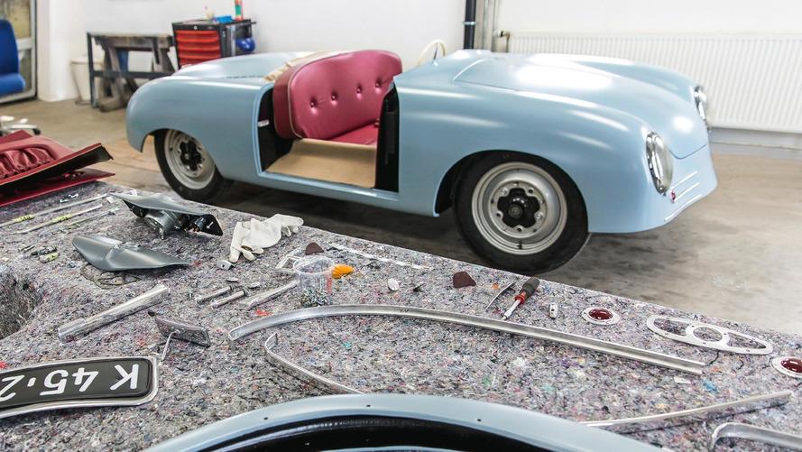 Porsche ürettiği ilk araç 356 Number One'ın replikasını yaptı