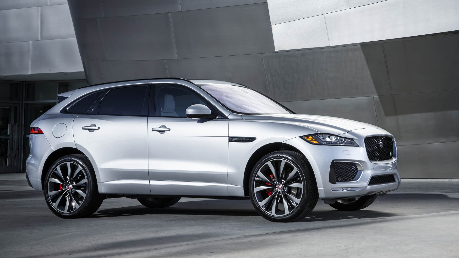 jaguar f pace news and reviews. Black Bedroom Furniture Sets. Home Design Ideas
