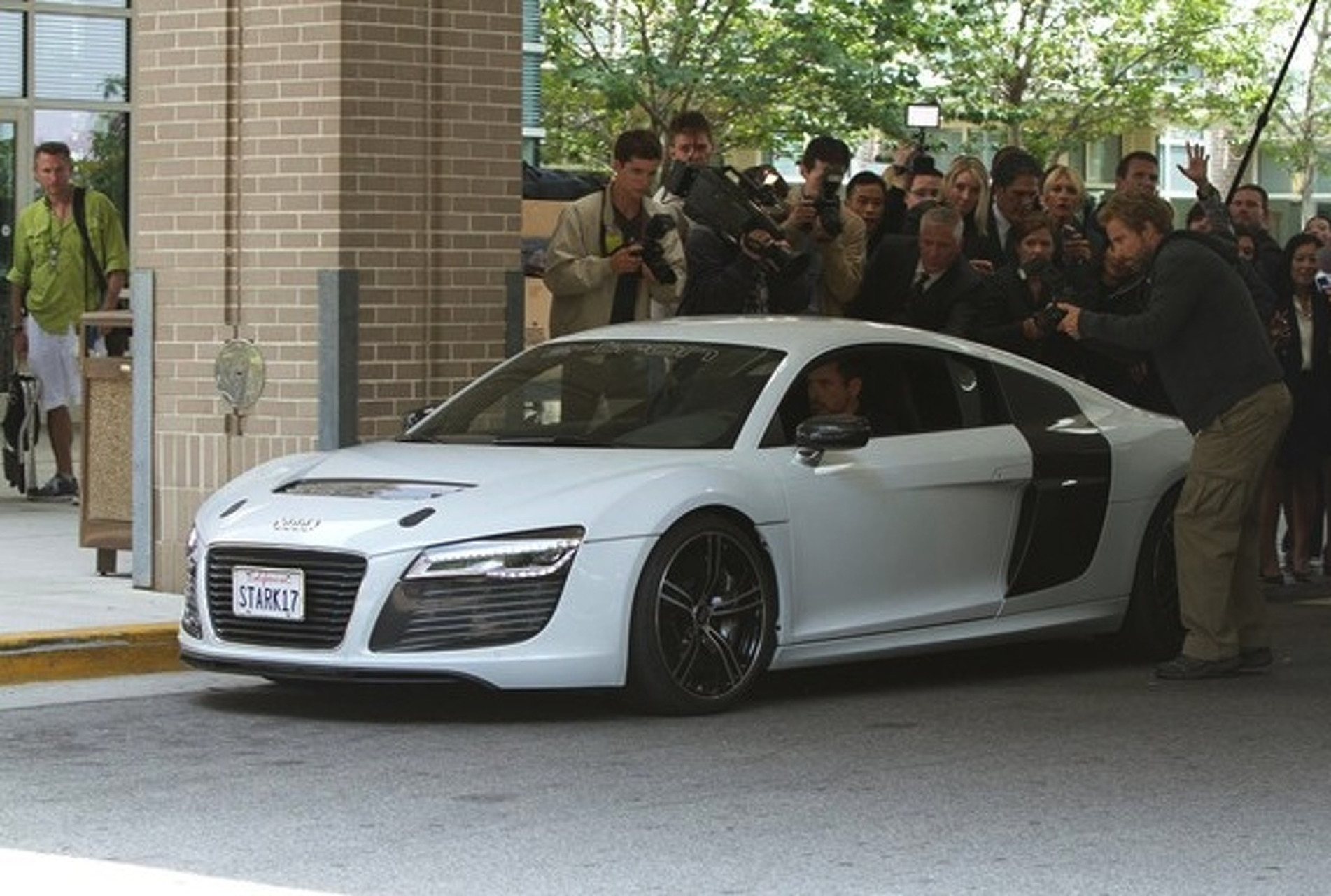 Tony Stark Electrifies With Audi R8 e-tron in Iron Man 3 [w/video]