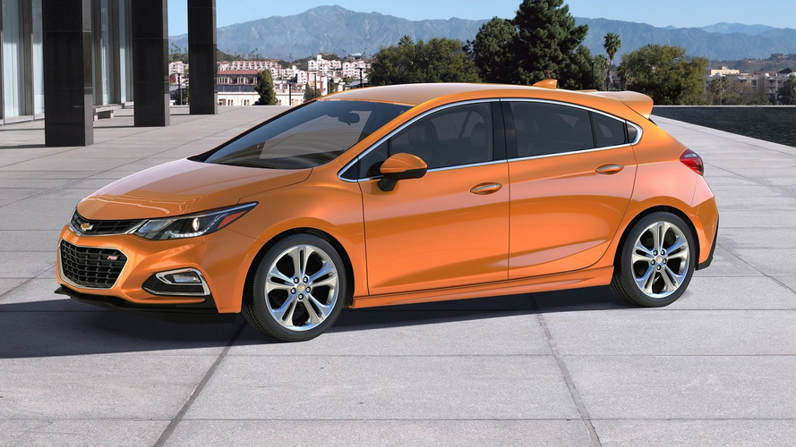2017 Chevy Cruze Hatchback debuts online ahead of Detroit