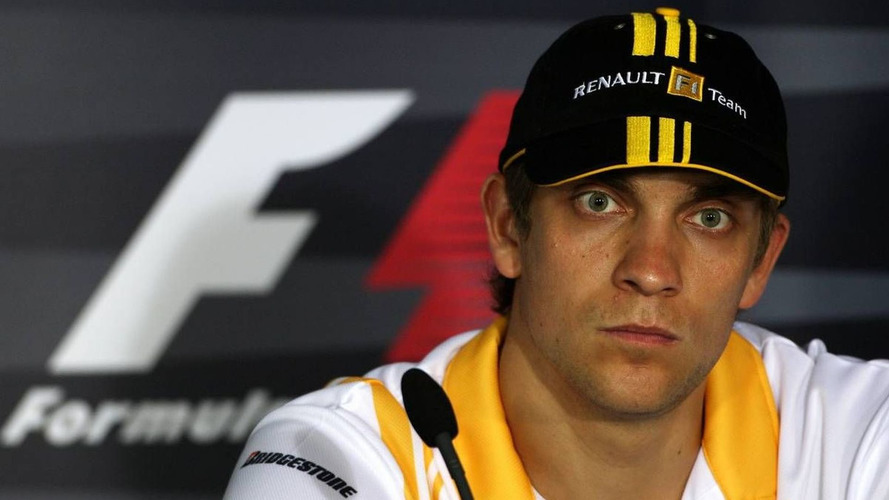 Petrov's future 'in own hands', Renault F-duct coming